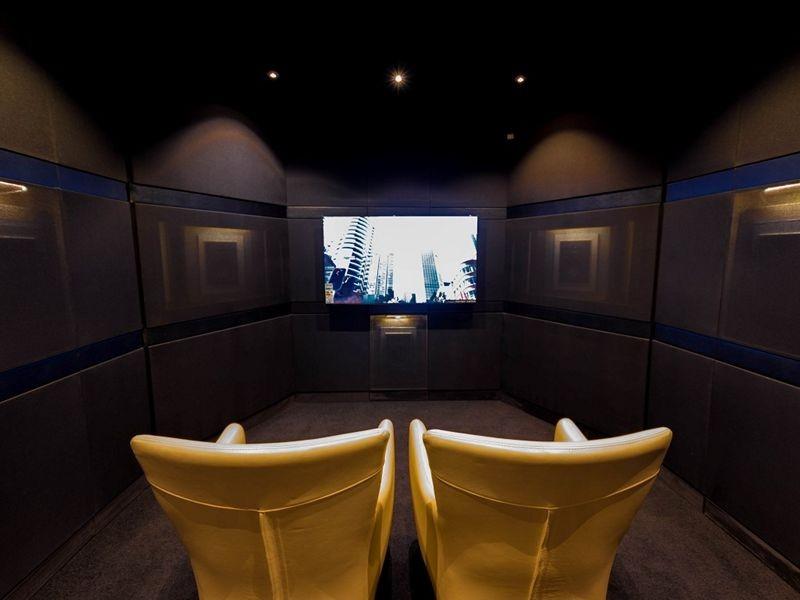 dark-room-cinema